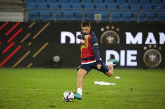 Hamburgban vendégeskedik a román labdarúgó-válogatott – pénteki sportműsor