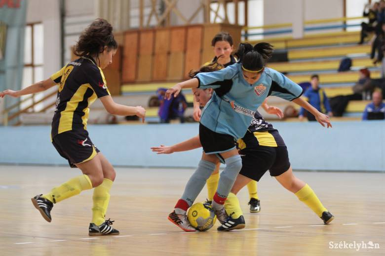 Kápolnásfalu és Csíkszentkirály lánycsapatai jutottak a döntőbe
