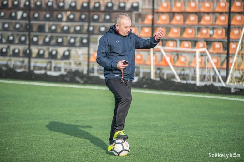 Mészáros Alpár visszatér az SZFC kispadjára