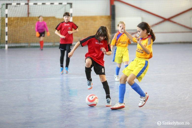 Egy első és két harmadik hely a lányok országos focitornáján