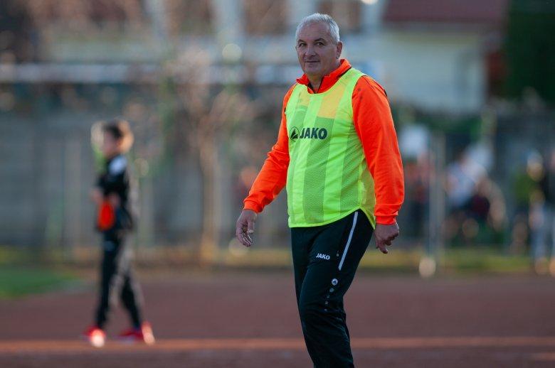 A szezon berekesztése mellett döntene az SZFC edzője
