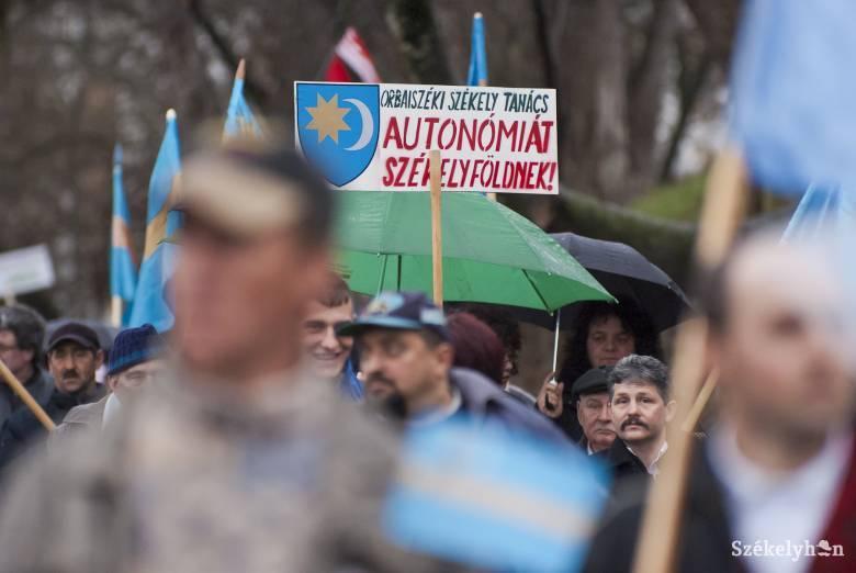 Autonómiatüntetés percről percre