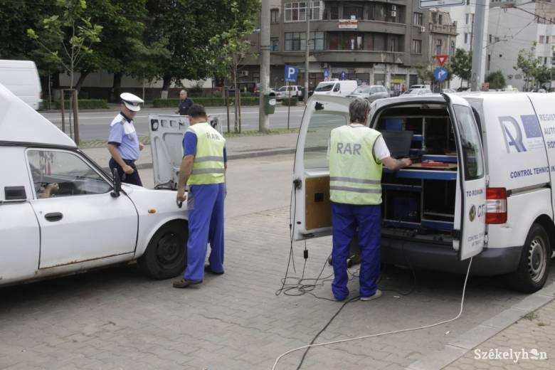 Amikor olyan rossz az autó, hogy még lámpázni se lehet az ellenőrök láttán
