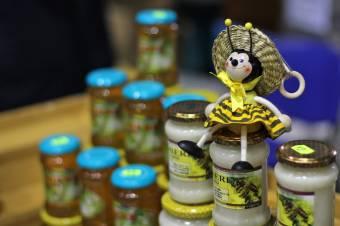 Gyenge az idei méztermés Hargita megyében: a kedvezőtlen időjárás miatt gyűjtöttek kevesebbet a méhek