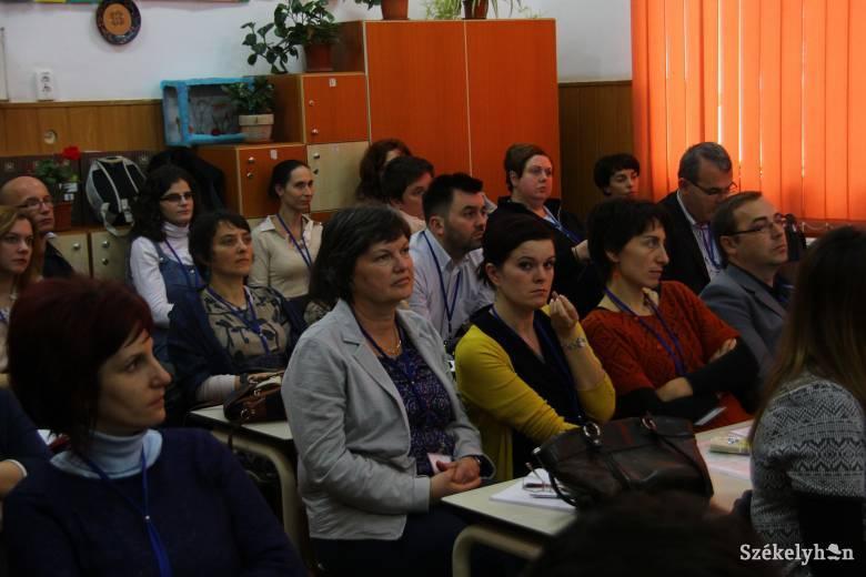Országos szintű konferenciát szerveztek a magyar pedagógusoknak