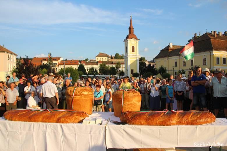 Száz kilónyi friss, szentelt kenyérrel készülnek augusztus 20-ára
