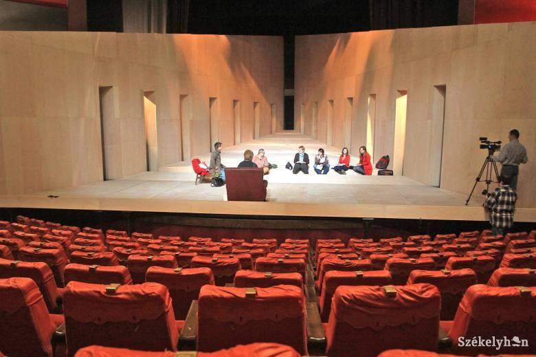 Ünnepel a színház: olyan fotókat várnak, amik el sem készülhettek volna