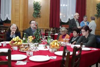 Ahol mindenki egyenlő volt: adventi vacsorát tartott a Telefonos Szeretetszolgálat