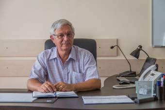 """Meglehet az ára a """"világbéke-teremtésnek"""": a koreai út miatt lemondatná az RMDSZ Makkai Gergely marosvásárhelyi alpolgármestert"""
