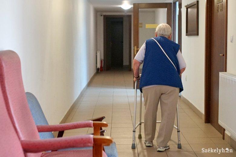 A gyermek- és idősotthonok alkalmazottait is tesztelik
