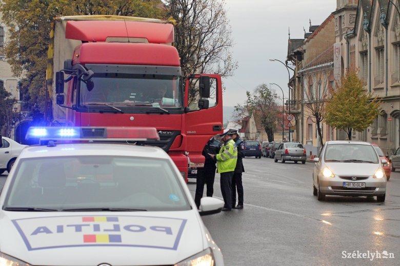 Személy- és teherfuvarozókat ellenőrzött a rendőrség