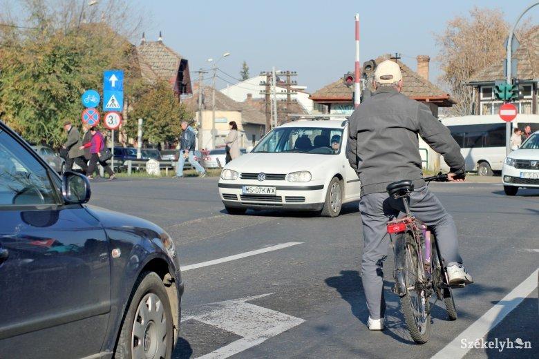 """A székelyföldi kerékpáros csupán """"mellékszereplője"""" a forgalomnak"""