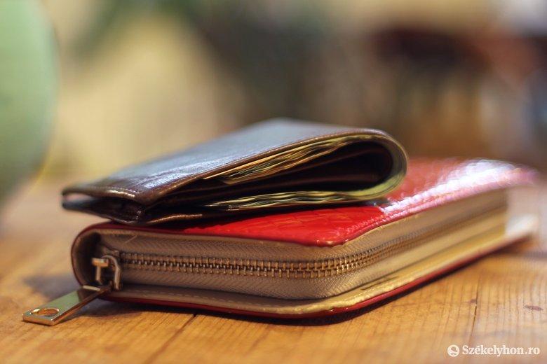 Négy lejjel nőtt a nettó átlagbér júliusban, a közszférában csökkent az átlagfizetés