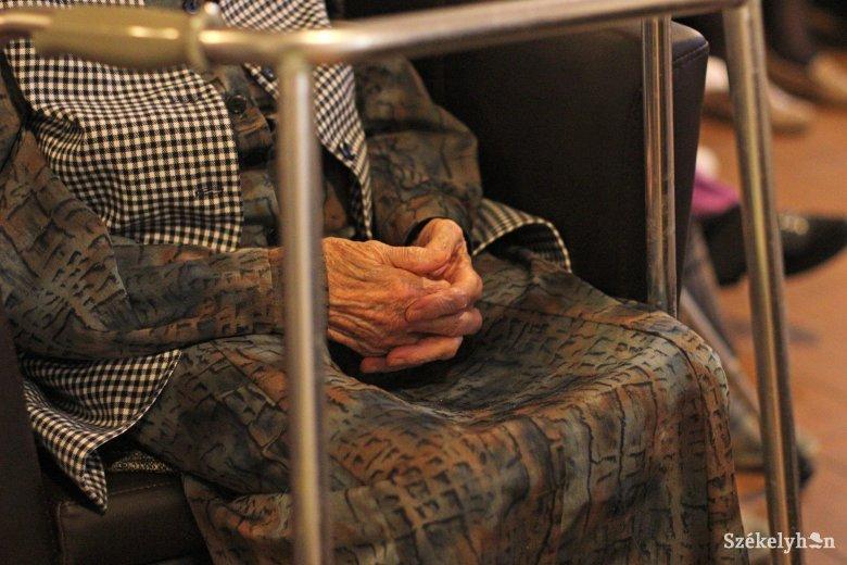 Tizenöt személy fertőződött meg koronavírussal egy Maros megyei idősotthonban