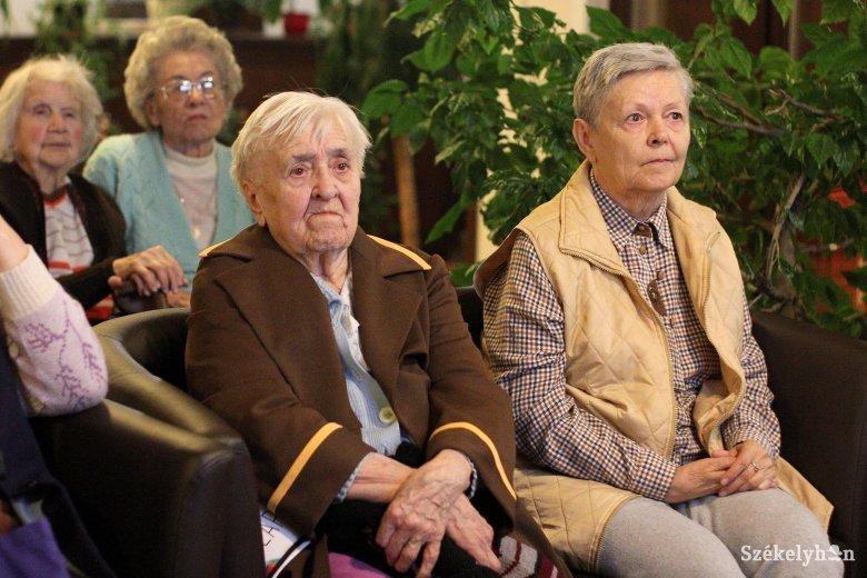 Idősotthonok Székelyföldön: nagy az igény az ellátásra, hosszúak a várólisták
