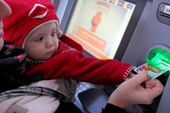 FRISSíTVE – A gyereknevelési pótlék emeléséről döntött a parlament, kormányhatározatra is szükség lesz a végrehajtáshoz