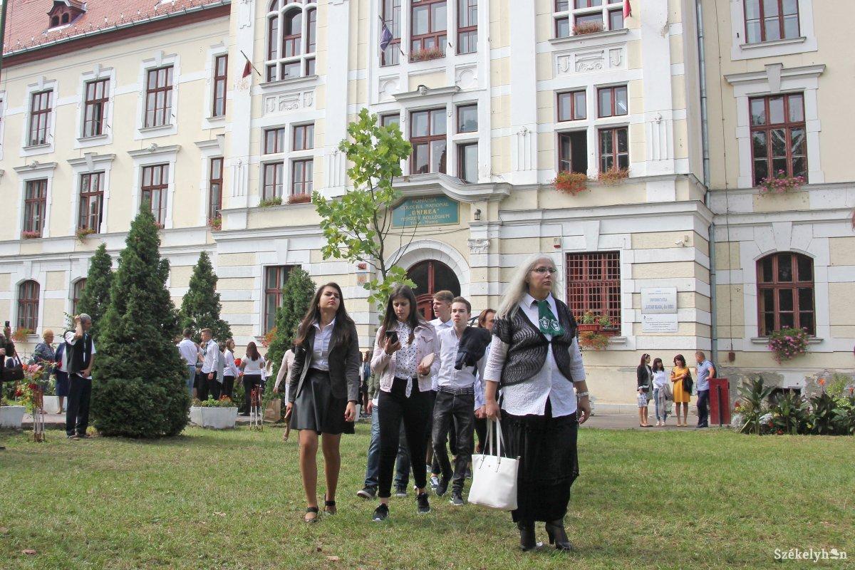 https://media.szekelyhon.ro/pictures/vasarhely/aktualis/2018/04_szeptember/o_katolikus_iskola_17_hv.jpg