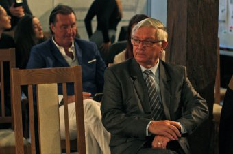 Makkai Gergely nem hajlandó lemondani, ám Péter Ferencet nem érdekli, hogy a vásárhelyi alpolgármester fizetett
