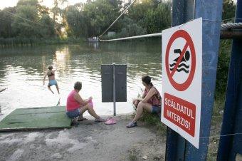 Tilos a csobbanás az erdélyi természetes vizekben – Hiába a jó vízminőség, ha nem megfelelő az infrastruktúra