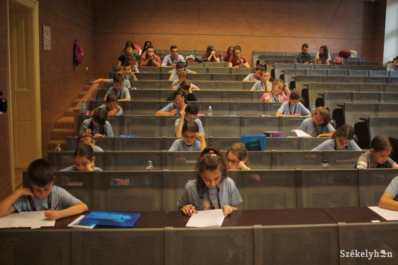 Csak a záróvizsgák előtt állókat engedné vissza a szülők többsége az iskolába