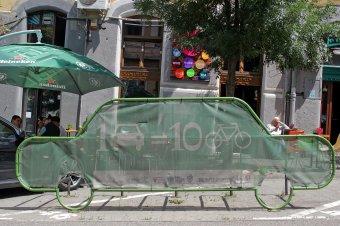 Segítik a kerékpározókat az autók uralta városban