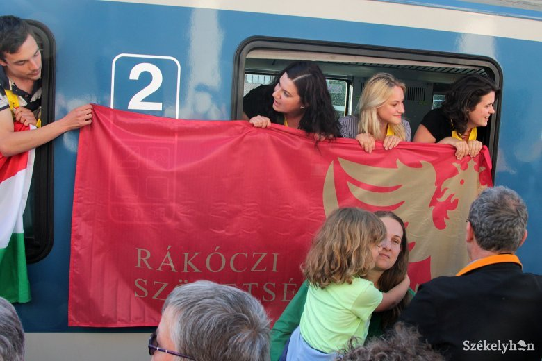 Ünnepélyt szerveztek Gyergyóban a zarándokvonat utasainak fogadására