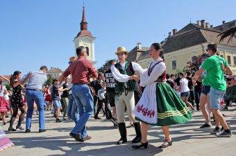 Online ünnepli a Tánc Világnapját a Maros Művészegyüttes
