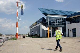 A levegőben dőlt el: leszállt az első gép a felújított marosvásárhelyi repülőtéren