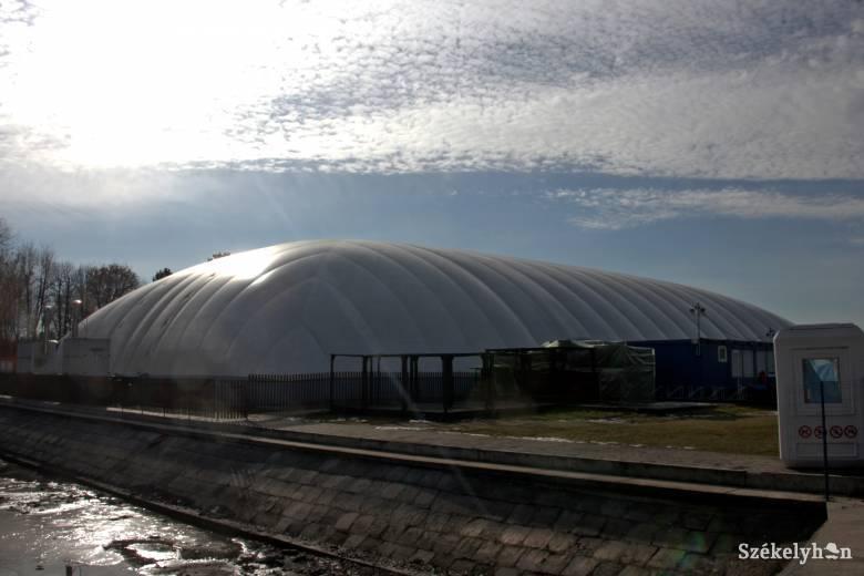 A víkendtelepi fedett medence bezárásával fenyegetőzik a marosvásárhelyi városháza