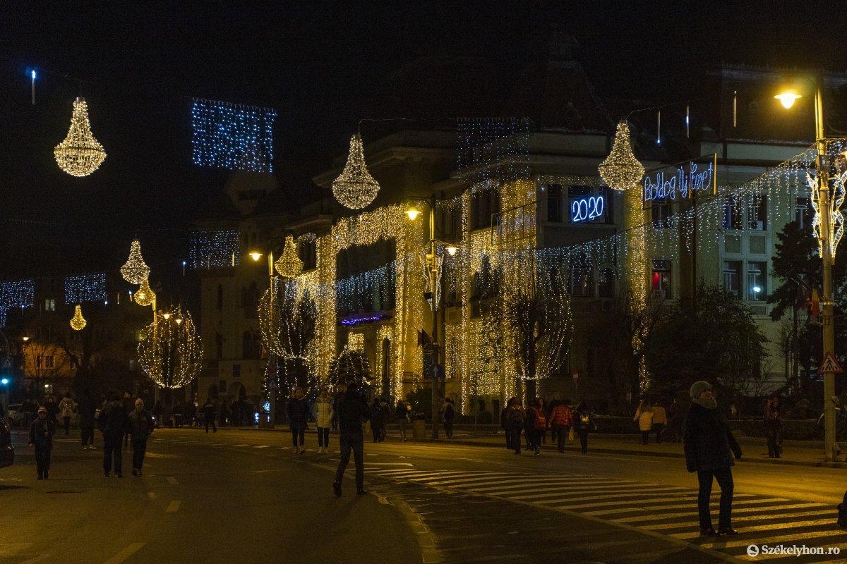 https://media.szekelyhon.ro/pictures/vasarhely/aktualis/2019/01_december/o_vilagitas_foter_12_hv.jpg