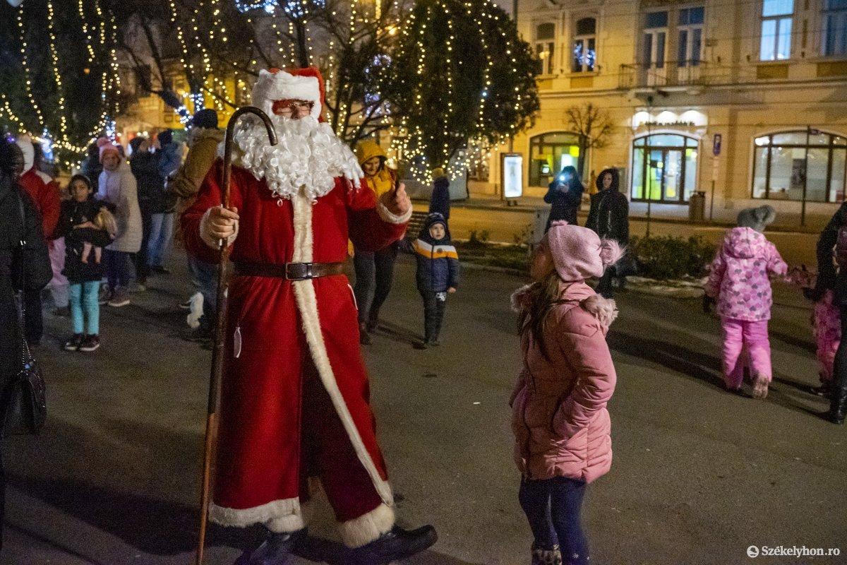 https://media.szekelyhon.ro/pictures/vasarhely/aktualis/2019/01_december/o_vilagitas_foter_16_hv.jpg