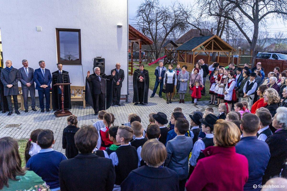 https://media.szekelyhon.ro/pictures/vasarhely/aktualis/2019/02_november/o_backa_ovoda_14_hv.jpg