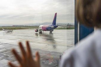 Több mint hétszáz dolgozót küld kényszerszabadságra a bukaresti repülőtereket üzemeltető állami vállalat