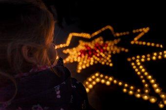 Kis mécsesek világíthatnak ma az ablakokban Székelyföld-szerte