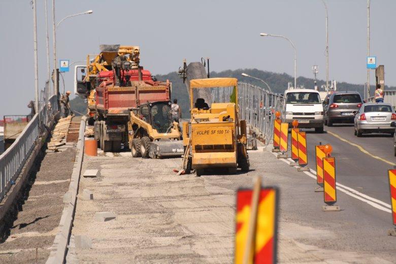Iskolakezdésre a teljes Maros-híd járható lesz, félig felújítva