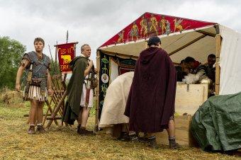 A zuhogó eső sem tartotta távol a Római fesztivál látogatóit