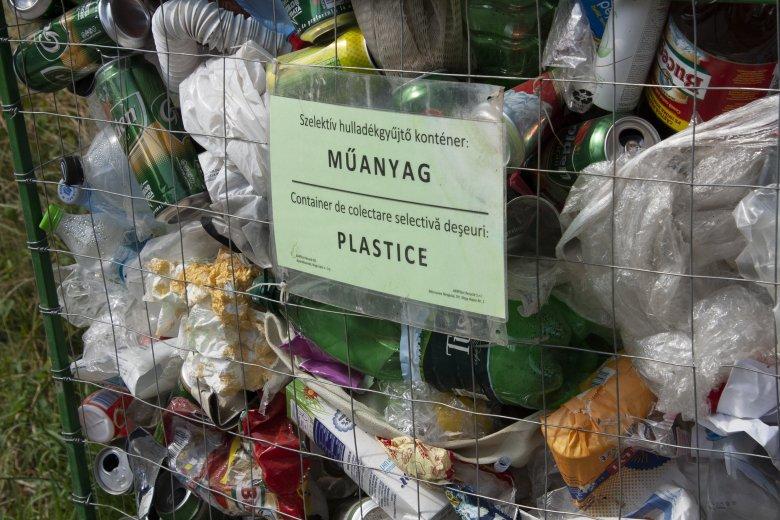 Elfelejthetjük a fülpálcikát: elfogadta a román kormány az egyszer használatos műanyag termékek betiltását előíró rendeletet