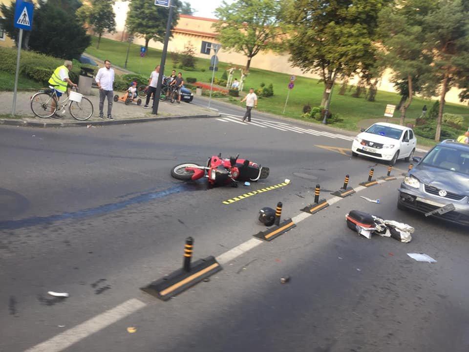 Két autó is elütött egy motorost Marosvásárhelyen