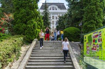 Egyetemi szigor: nem mindenkinek tetszik a MOGYTTE vezetőségének döntése, de a magyar diákszervezetek oltáspártiak