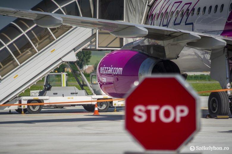Meghiúsult egy repülőgép felszállása Kolozsváron, a székeknek ütköztek az utasok