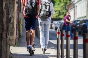 Tilos ezentúl az elektromos rollerek használata járdán és tizennégy év alatt