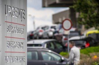 Időigényes a kórház körüli káosz orvoslása: nem a marosvásárhelyi önkormányzatnak kell megépítenie a parkolóházat