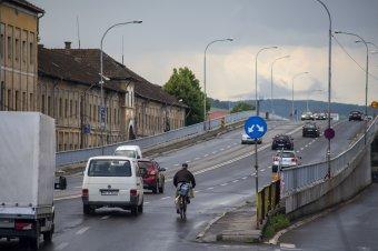 Részleges hídlezárás Marosvásárhelyen, teljes Dicsőszentmártonban