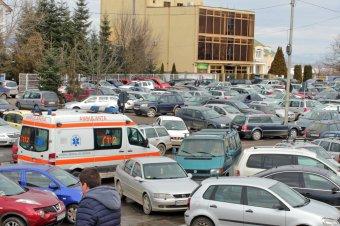 Forgalmat korlátozó autók: Vásárhelyen elvontatják, Csíkban és Udvarhelyen bírság jár értük