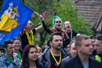 Zajos lesz a város: bizonyítanak és buliznak az egyetemisták