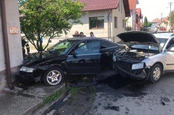 Összeütközött két autó Szászrégenben
