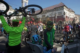 Három nemes célra gyűjtenek a belvárosból kitiltott kerékpáros felvonuláson