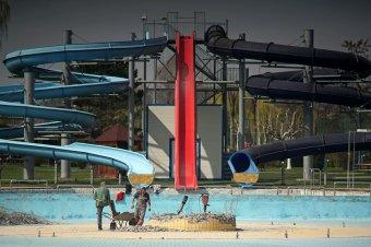 Kamikaze és feketelyuk a Víkendtelepen – élményfürdővé nőné ki magát a marosvásárhelyi strand