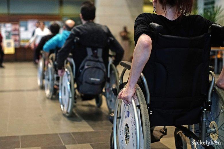 Törlesztenek a fogyatékkal élők felé