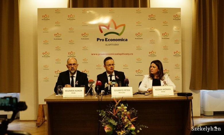 Szijjártó Marosvásárhelyen: román–magyar megállapodásra törekszünk a MOGYE ügyében